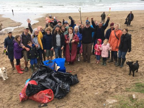 beach clean at bigbury on sea